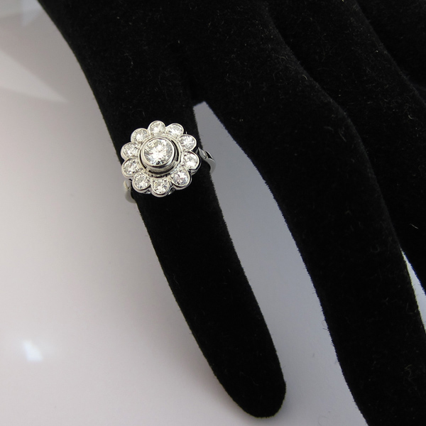 Extrêmement Acheteur revendeur de beaux bijoux Paris - Bague diamants fleur  FR54
