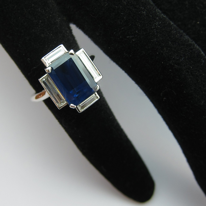 Fabuleux Bague saphir rectangulaire diamants baguette 1471 : Bijoux anciens  AM64