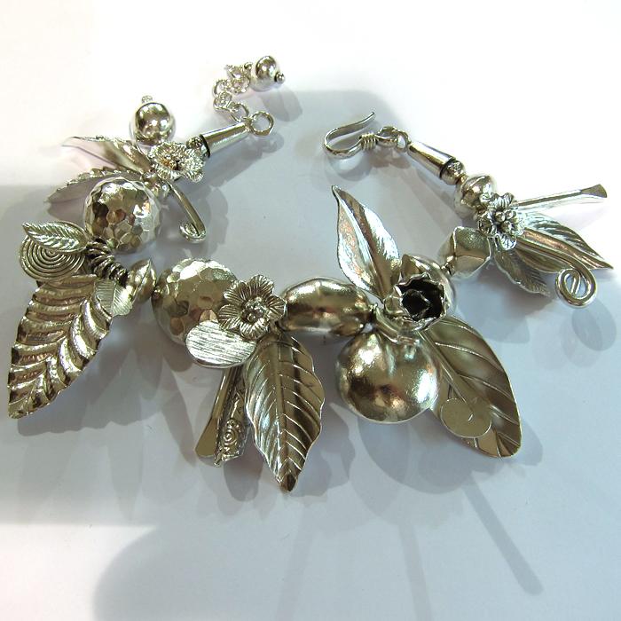 beaux bijoux en argent d 39 occasion bracelet argent pendeloques 141 bijoux anciens paris. Black Bedroom Furniture Sets. Home Design Ideas