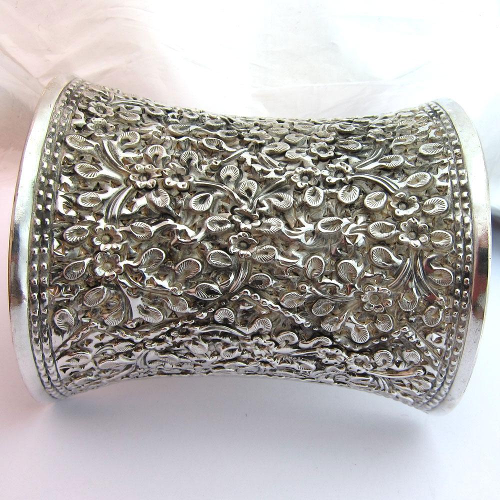 bracelet manchette en argent 149 bijor bijoux anciens en argent paris. Black Bedroom Furniture Sets. Home Design Ideas