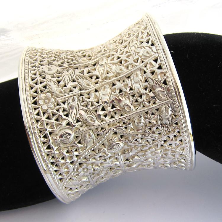 bijoux anciens paris argent bracelet manchette en argent cisel 140. Black Bedroom Furniture Sets. Home Design Ideas
