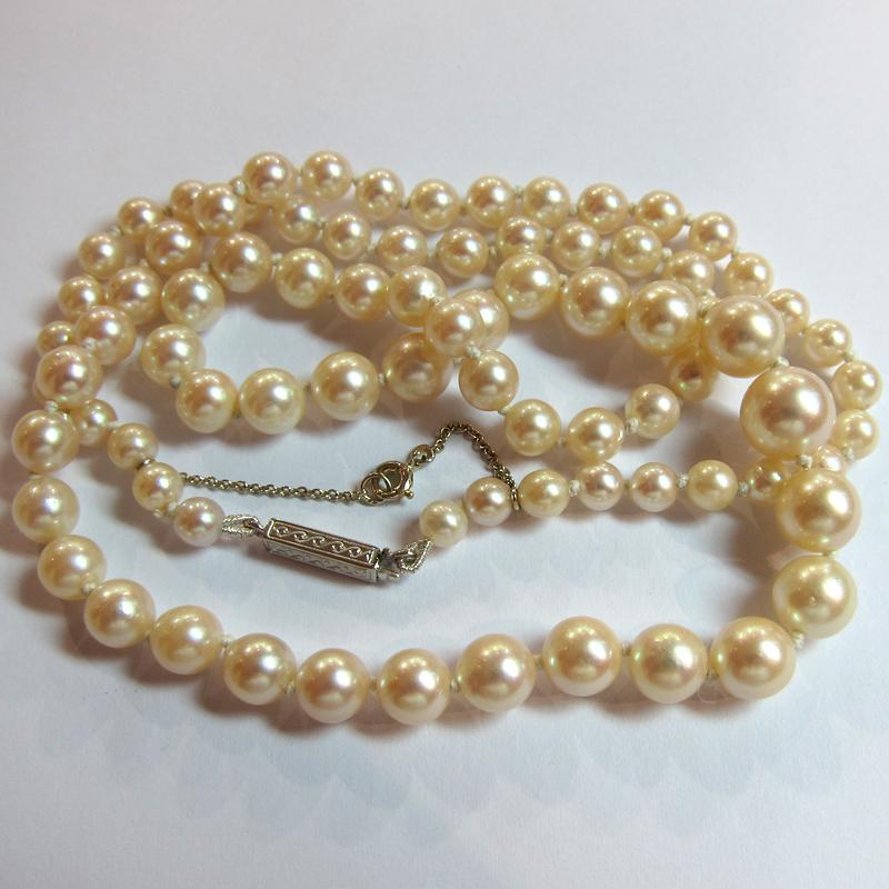 collier de perles de culture du japon fermoir or gris 241 bijoux anciens paris or. Black Bedroom Furniture Sets. Home Design Ideas