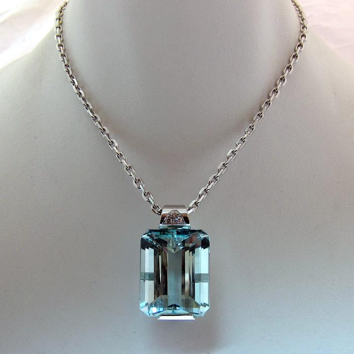 id e de cadeau offrir un beau bijou pour noel pendentif aigue marine or blanc 127 bijoux. Black Bedroom Furniture Sets. Home Design Ideas