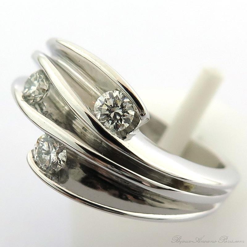 Très Bijou contemporain d'occasion - Bague graphique trois diamants 1619 CO17